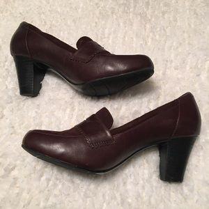 Brown suede Clarks heels bendables